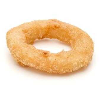 Хрустящий жареный лук или кольцо кальмара, изолированные на белом фоне