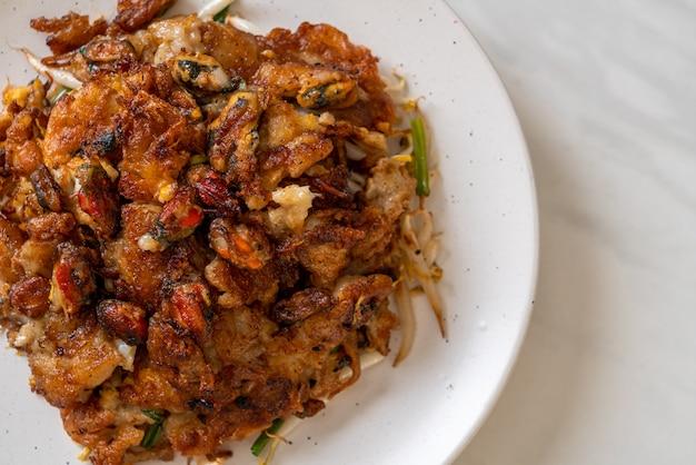 クリスピーフライドムール貝のパンケーキまたはムール貝のオムレツ