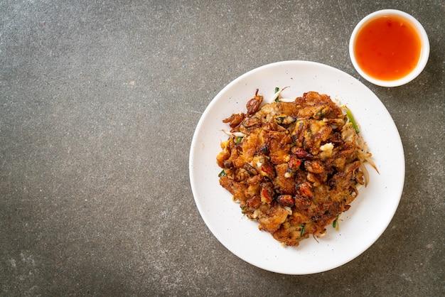 クリスピーフライドムール貝のパンケーキまたはムール貝のオメレット