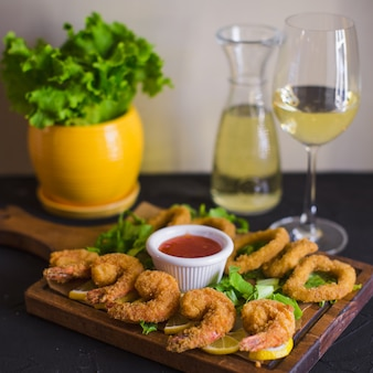 Crispy fried shrimps and calamaris served with lemon and sweet chili sauce