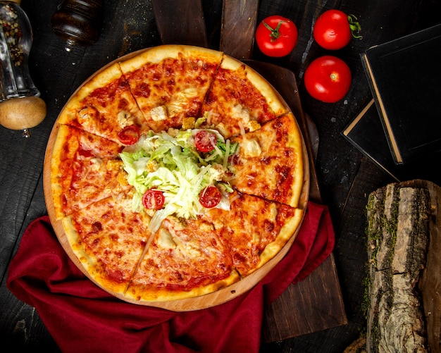 Crispy pizza with chicken and tomato
