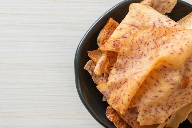サトイモのポテトチップス-スライスした里芋の炒め物または焼き物