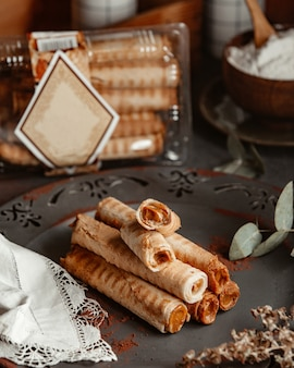 Crispy wafer roll with condensed milk
