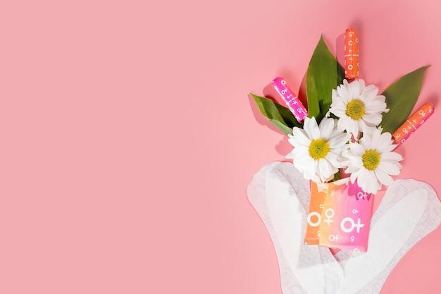 중요한 날. 여성 위생 보호, 월경, 면 탐폰, 생리대. 프리미엄 사진