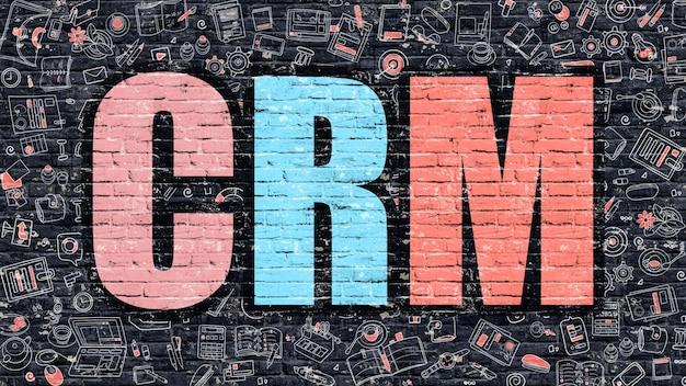 Crm. многоцветная надпись на темной кирпичной стене с иконами каракули вокруг. концепция crm. современный стиль иллюстрации с каракули дизайн иконок. crm на темном фоне кирпичной стены.