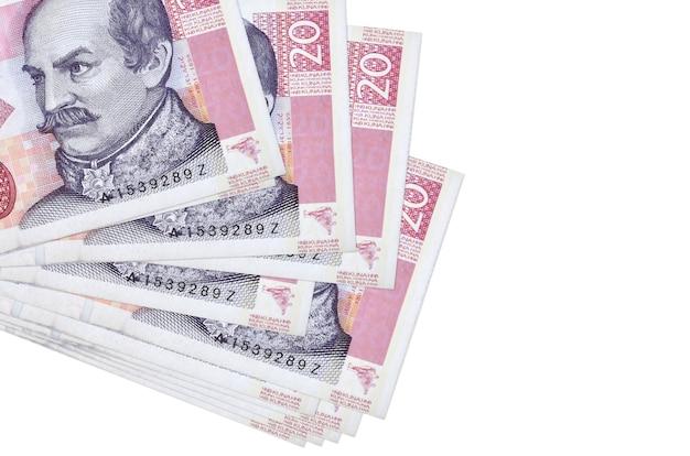 Счета хорватской куны, лежащие небольшой связкой или пакетом на белой поверхности