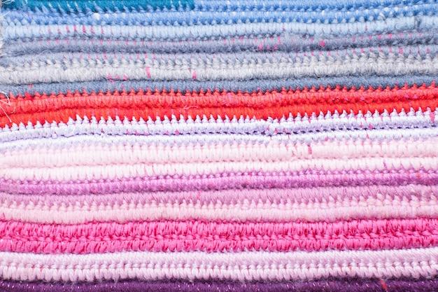 Вязаный крючком фон с разными цветами, для дизайна