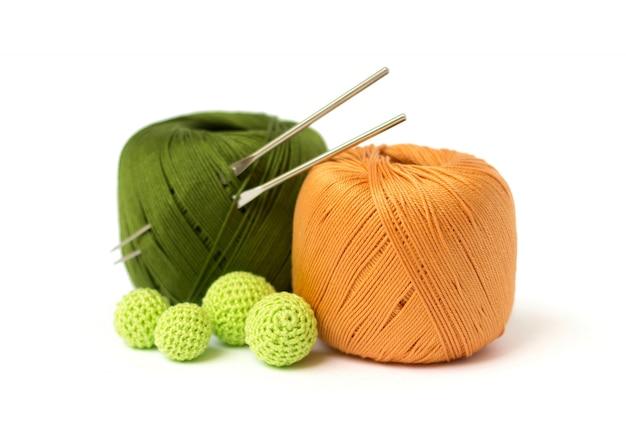 かぎ針編みのボールとフック