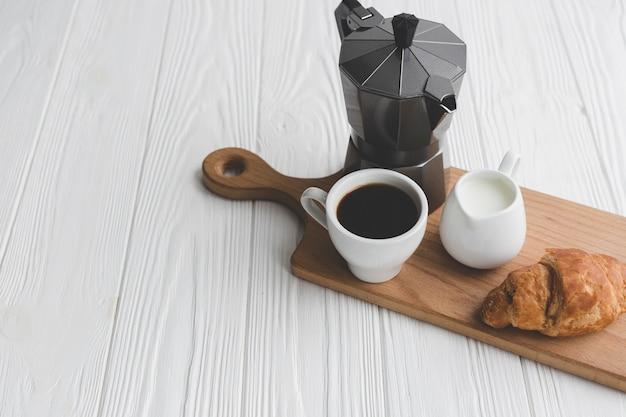 Круассан и кофе на борту Бесплатные Фотографии