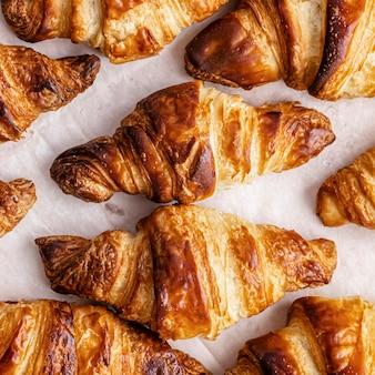 Croissant flat lay fotografia di cibo