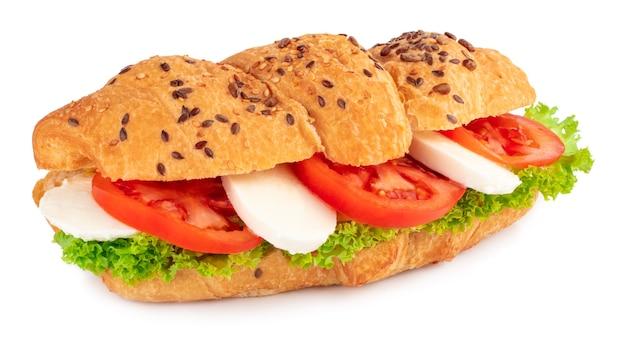 Сэндвич с круассаном с моцареллой и помидорами изолирован