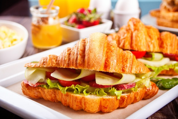 Croissant sandwiches with ham and cheese
