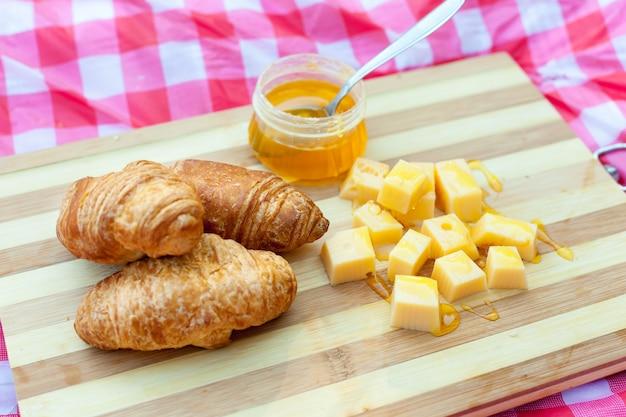 チーズと蜂蜜のクロワッサン