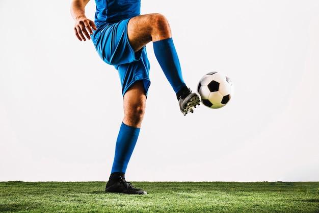 Футбольный мяч для спортсменов по футболу