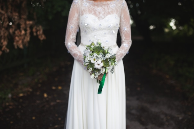 Coltivi sposa con bouquet