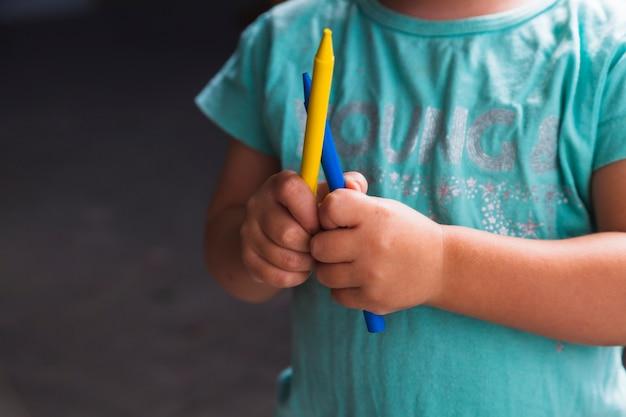 Урожай малыша с карандашами