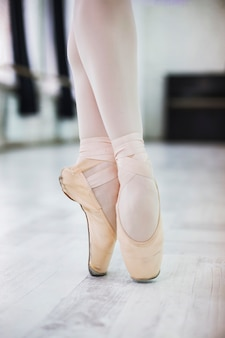 Crop legs of ballet dancer