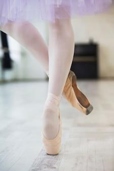 Crop legs of ballet dancer