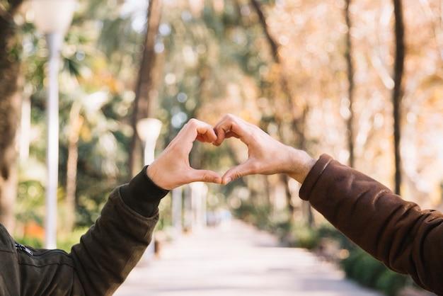 心臓を示すスタッキングハンド