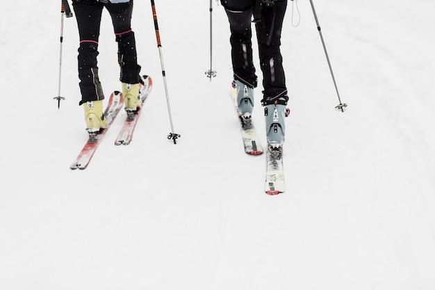 農作物の人々はスキー