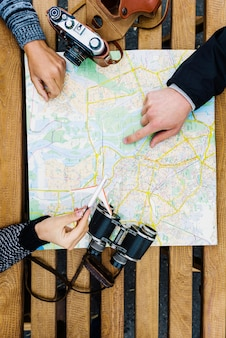 지도와 작물 관광객 무료 사진