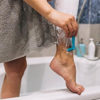 Taglia donna gambe da barba
