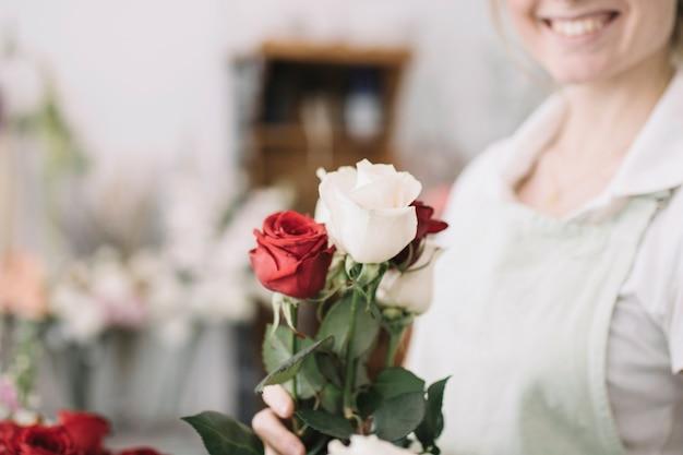 Урожай женщина с розами