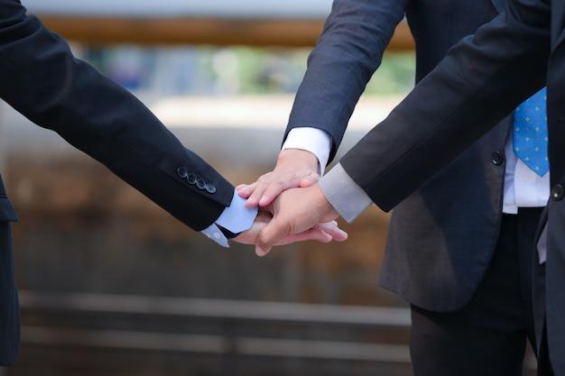 Croped business man hands,good teamwork concept