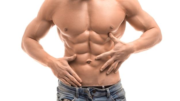 完璧な腹筋を持つ男性の上半身裸の胴体のトリミングされた画像