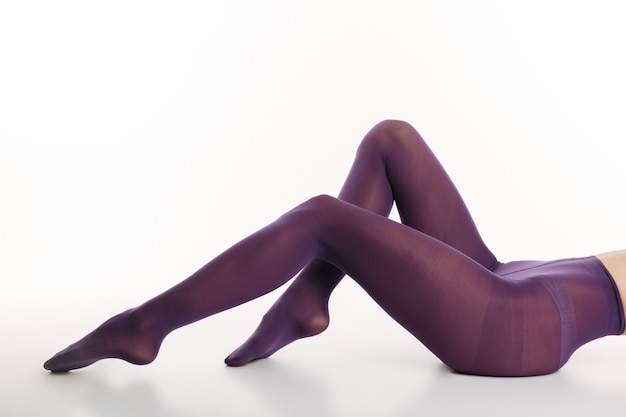 섹시 한 젊은 여자의 자른 이미지