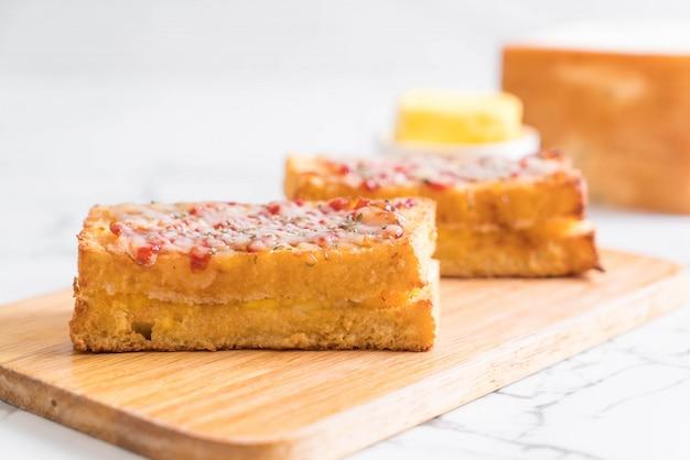Croque monsieur bacon ans egg sandwich