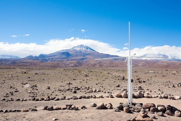 Cross along inca trail, san pedro de atacama, chile. andes landscape. camino del inca