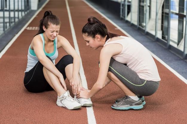 Crossfitで足首の痛みを持つ女性に合う