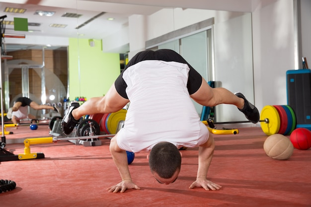 Crossfitフィットネス逆立ちプッシュアップバランストレーニング
