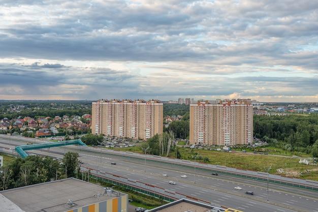 Переход дороги современного мегаполиса в москве