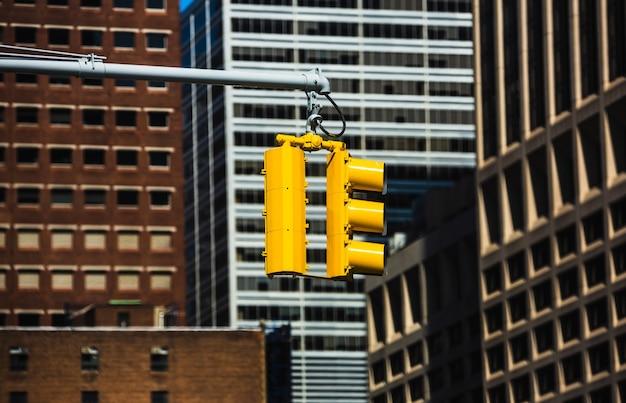뉴욕시의 횡단보도. 맨해튼 거리의 신호등