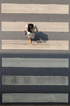 バンコク市内の横断歩道またはシマウマ交差点