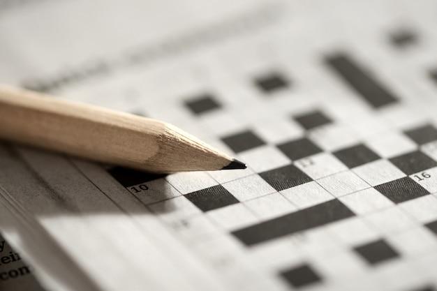 크로스 워드 퍼즐 및 연필