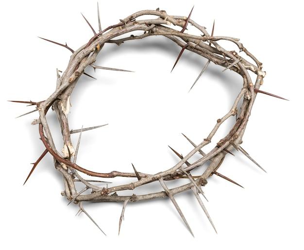 背景のいばらの冠は、十字架上のイエスのはりつけを表しています、