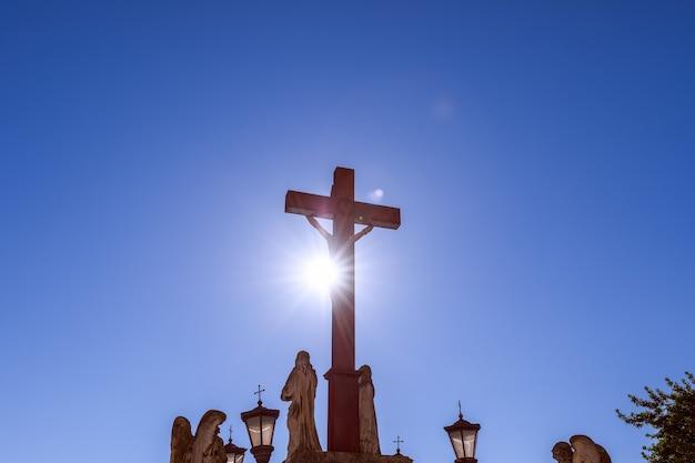 아비뇽시의 돔스 성모 성당 앞 광장에서 예수님의 십자가에 못 박음.