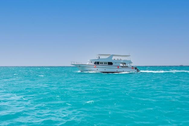 홍해, 이집트에서 여름 시간에 크루즈 요트