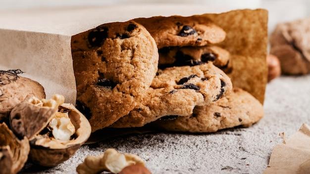 Carta sbriciolata con biscotti deliziosi