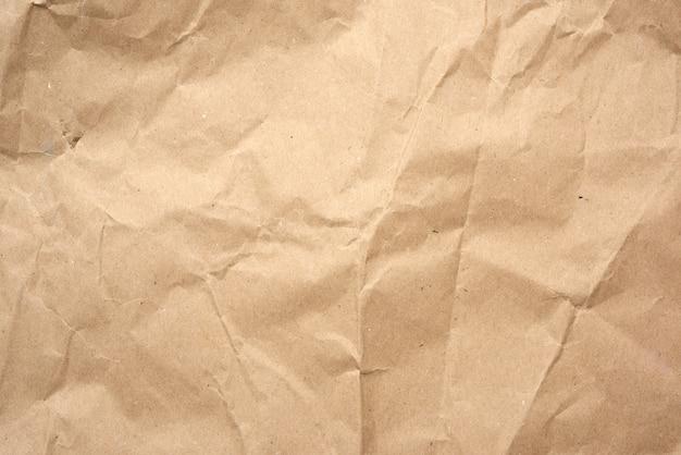 茶色のラッピングクラフト紙のしわくちゃの空白シート、デザイナーのためのビンテージテクスチャ