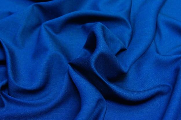 しわくちゃの青いウール生地の質感