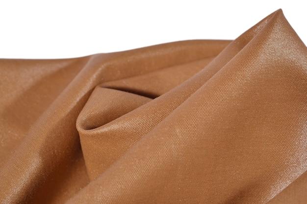 Мятая коричневая ткань на белом