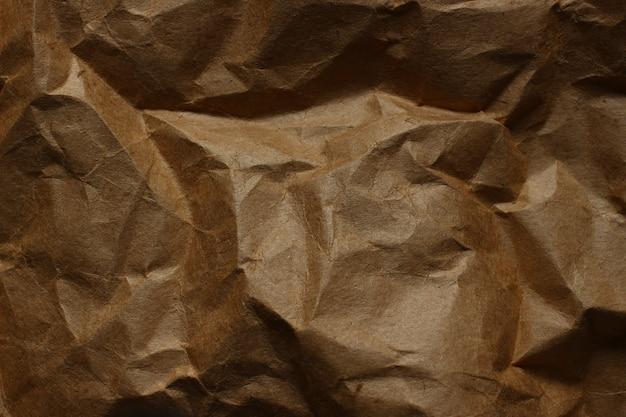 しわくちゃの茶色の紙のクローズアップ