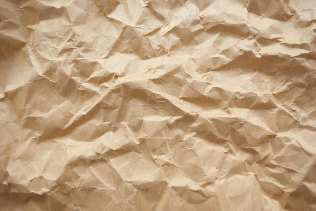 Текстура мятой коричневой бумаги и фон