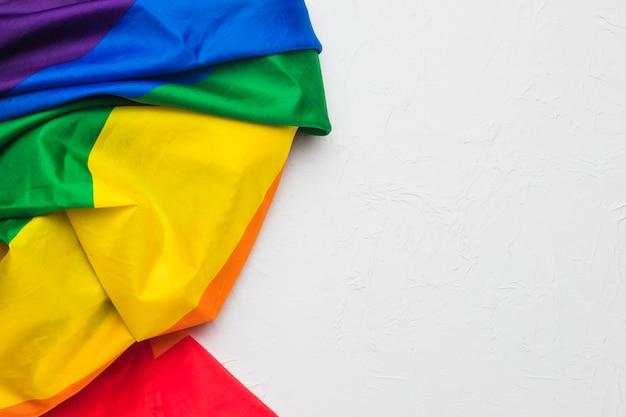 虹の色のしわくちゃの布