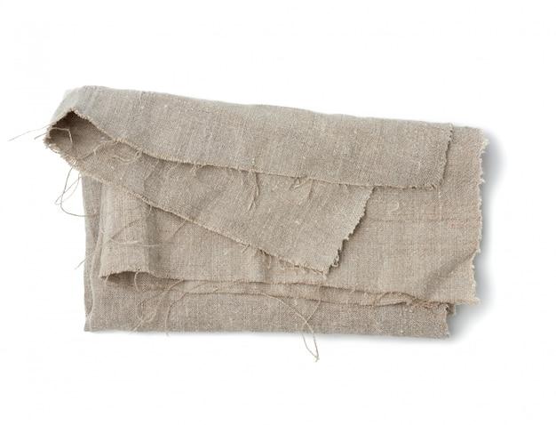 Мятое кухонное белье серого полотенца на белом фоне