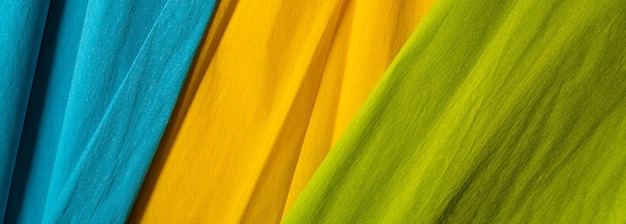 노란색, 녹색, 파란색 색상의 구겨진 된 종이 배경.